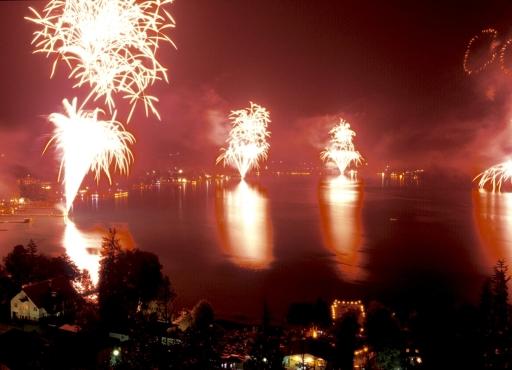 """BILD zu TP - Das größte Feuerwerk-Spektakel Österreichs geht am 6. Juli 2007 am Klopeiner See - Südkärnten über die Bühne. 50.000 Besucher zeigten im Vorjahr """"brennendes Interesse"""" an diesem Sommer-Highlight mit rund 6.000 Effekten am Nachthimmel."""