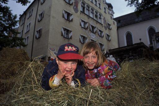 BILD zu TP - Auch die kleinen Gäste haben Spaß am Landleben in der Stadt. Am 18. Mai 07 wird in der Festungsstadt Kufstein wieder Landluft geschnuppert.