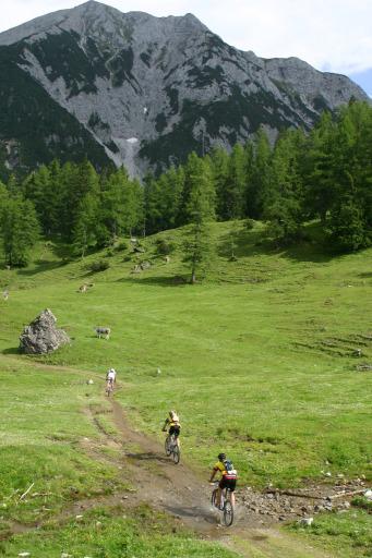 Das Kult-Bikerennen Jeantex Bike Transalp macht Station in Mayrhofen. Bei der zehnten Auflage der legendären Jeantex Bike Transalp, einem der berühmtesten und härtesten Mountainbikerennen der Welt, wird die Etappe von Mayrhofen nach Brixen auf der Südtiroler Seite eine Königsetappe. In Bikerkreisen ist der Übergang über den Alpenhauptkamm am Pfitscher Joch längst ein Klassiker.