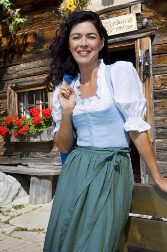 TV-Liebling und seit kurzem Almenweg-Patin Anja Kruse zeigte sich gemeinsam mit Olympia-Sieger Felix Gottwald bei der großen Almsommer-Eröffnung begeistert! Die Schauspielerin, selbst begeisterte Wanderin, übernahm letztes Jahr die Patenschaft des neuen Salzburger Almenweges.