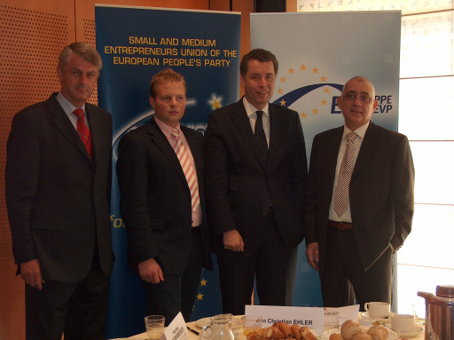 v.l. Petr Duchon (EU-Parlamentarier), Hannes Thomasberger (Generalsekretär der SME Tourism), Dr. Christian Ehler (EU-Parlamentarier), Francesco Ianniello (Tourismusverantwortlicher der Europäischen Kommission)