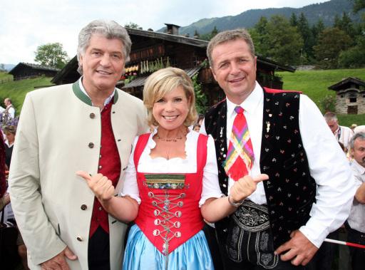 Das beliebte Moderatorenpaar Marianne und Michael begeisterten mit Stargästen der Extraklasse - wie Norbert Rier von den Kastelruther Spatzen - vor ausverkaufter Open-Air-Kulisse.