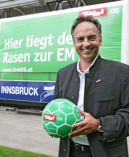 Hansi Müller weiß bereits heute, wo der Mittelpunkt der Fußball Europameisterschaft sein wird: in Tirol.
