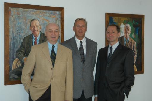Die Gruppe erwirtschaftet mit 400 Mitarbeitern einen Umsatz von 40 Millionen Euro. Im Bild: Geschäftsführender Gesellschafter ist Mag. Heinrich Koller (mi.), Vizepräsidenten sind Harald Neumayr (li.) und Johannes Aldrian (re.).