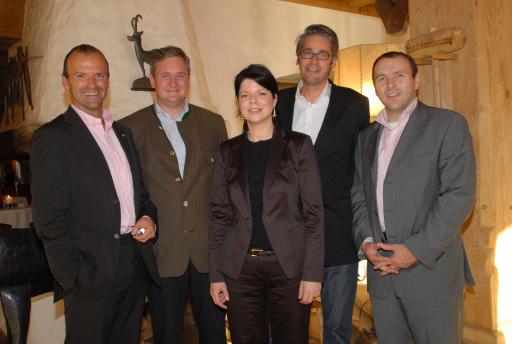Anlässlich der ersten Tagung des Fachbeirats kündigten Experten die weitere Internationalisierung der APA-OTS Tourismuspresse an (v.l. n.r.): Hubert Siller (MCI - Management Center Innsbruck - Leiter des Studiums Tourismus und Freizeitwirtschaft), Richard Hauser (Geschäftsführer Biohotel Stanglwirt), Alexandra Aigmüller (Geschäftsführerin APA-OTS Tourismuspresse), Fachbeiratsvorsitzender Stefan Kröll (Geschäftsführer pro.media kommunikation) sowie Peter Kropsch (APA-Geschäftsführer).