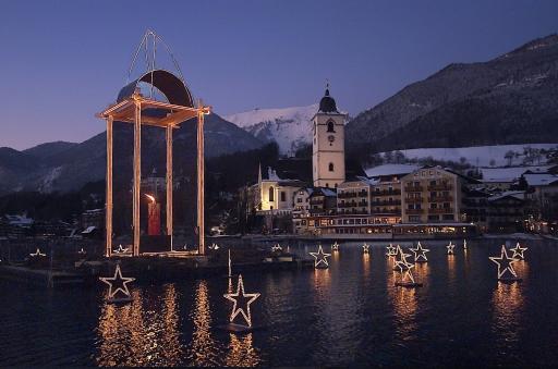Der Wolfgangseer Advent, nicht nur von seinen zahlreichen Besuchern sondern auch von Presse und TV zum schönsten Adventmarkt Österreichs ausgezeichnet, entwickelt sich auch 2007 weiter. Mit noch mehr Attraktionen, einem verfeinerten, ausgeklügelten Konzept der Advent-Schifffahrt und einem zauberhaften Advent-Eislaufplatz.