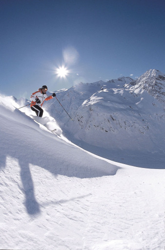 Bereits am 16. November startet das Tiroler Wintersportdorado Obergurgl-Hochgurgl als erste Skiregion entlang des Alpenbogens in den heiß ersehnten Winter 2007/2008.