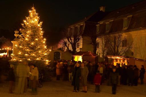 Pannonische Weihnachtsmarkt im Schloss Halbturn: Auch heuer wieder einer der Höhepunkte des Pannonischen Adventzaubers in der Region Neusiedler See