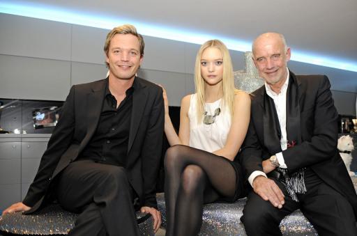 Ließen sich vom neuen kristallinen Funkeln verzaubern: v.l. Swarovski Unternehmenssprecher Markus Langes-Swaovski, das australische Topmodel Gemma Ward und Kristallwelten-Chef Andreas Braun.