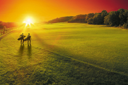 Österreichs größte Golfanlage im Südburgenland punktet mit 45 Loch, 190 Hektar, 13,7 Golf Kilometer, Simon Tarr Golfacademy und 300 Sonnentage rund um die bekannte Therme Stegersbach.