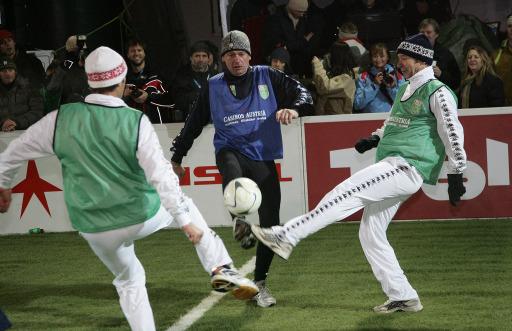 Mark Kühler (Handwerker König auf VOX), Fred Lentsch (ORF) und Josef Margreiter lieferten sich in Hochfilzen ein hartes Spiel. In St. Anton verspricht das Promimatch wieder viel Action und Spannung.
