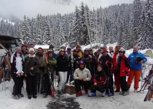 Die Teilnehmer der Skiexkursion in der Wintersportregion Dolomiti Superski