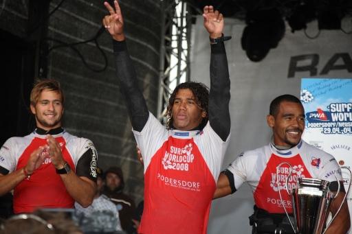 """Im Bild v.l.n.r.: Zweitplatzierter Marcilio Browne (BRA), Gewinner Jose """"Gollito"""" Estredo (VEN), Dritter Tonky Frans (NED)"""