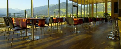 Die Tirol Q ausgezeichnete SichtBAR inmitten der herrlichen Zillertaler Bergwelt erweitert ihr Angebot um Themenwochen und Veranstaltungen.