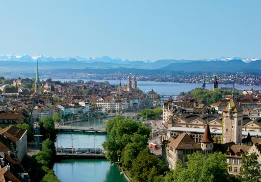 Zürich in Blickrichtung See und Alpen