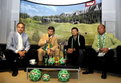 Große Resonanz finden die Medien-Talks in der Media Lounge Tirol der Tirol Werbung. Im Bild v.l.n.r.: Fußballlegende Hansi Müller, Josef Margreiter, Geschäftsführer der Tirol Werbung, sowie die Skilegenden Stephan Eberharter und Toni Sailer.