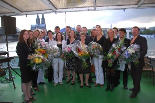 Strahlende Gesichter bei der Preisverleihung am Schiff der Reederei Köln-Düsseldorf