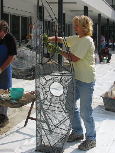 Vom 25. bis 29. August finden die Kunsttage der Glasfachschule statt. Hochkarätige Kurse, Workshops und Gesprächsrunden rund um den Werkstoff Glas vertiefen das Wissen um künstlerisches und handwerkliches Arbeiten.