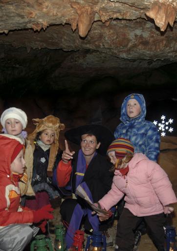 QUAX Familien-Freizeit-Tipp: Hexe Rabia mit Kindern auf Erkundungstour
