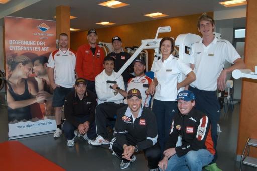 Die Ski Asse des ÖSV und deren Trainer mit dem Team der Alpentherme Gastein