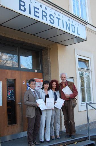 (v.l.): Thomas Juen (Leiter der Abt. Kultur), Kulturlandesrätin Beate Palfrader, Petra Streng (Vokus/Volkskulturservice) und Ekkehard Schönwiese (Theaterverband Tirol) stellten im Bierstindl die Kulturprojekte im Gedenkjahr vor.