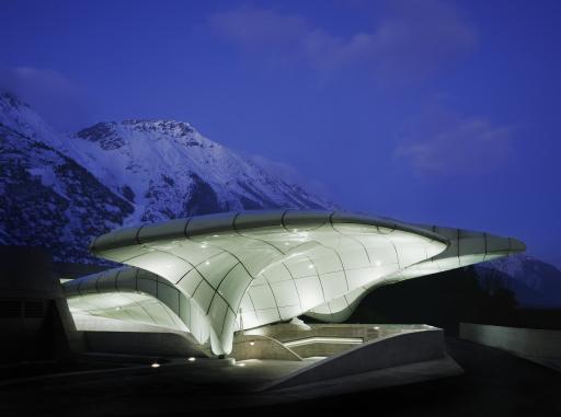 """In der Unterkategorie """"Transport"""" setzten sich die Innsbrucker Nordkettenbahnen von Zaha Hadid Architects und ausgeführt von der Pagitz Metalltechnik (eine 100% Tochter der STRABAG SE) durch. Das Projekt überzeugte die Jury vor allem durch seine erscheinungsbildliche Innovation."""
