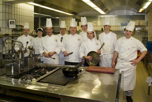 Chefkoch Roland Geisberger vom Europa Stüberl des Grand Hotel Europa führt den hauseigenen Nachwuchs über das ausgeklügelte Lehrlingsprogramm zu kulinarischen Höchstleistungen.