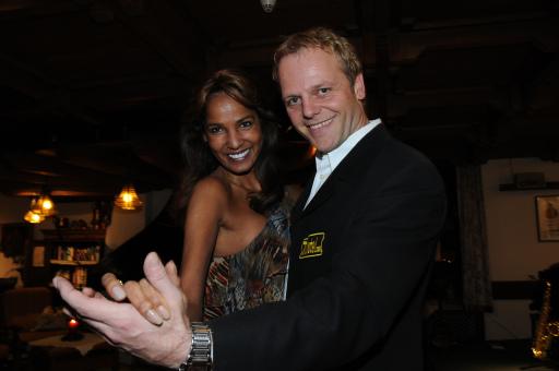 """Die künftige Dancing Stars Queen Nadja Abd El Farrag alias """"Naddel"""" mit Kirchenwirt Hansi Rieser beim ersten Tanztraining Reith im Alpbachtal."""