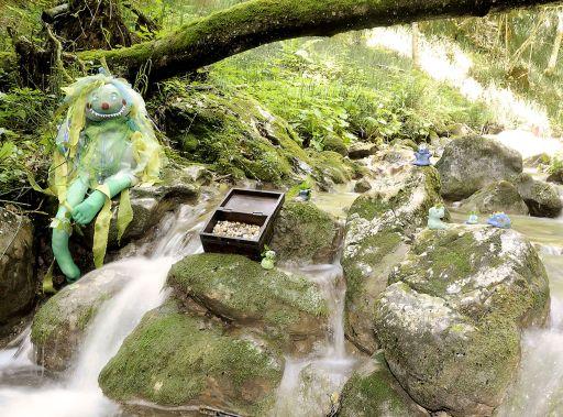 """Die Aktivitäten bei Family Tirol stehen jedes Jahr unter einem anderen kreativen Motto. 2009 dreht sich alles um """"Wusel Wassergeist"""", der seinen Kristall sucht."""