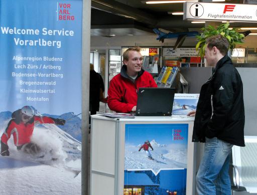 Mit einem neuen Vorarlberg-Welcome-Service werden ankommende Urlaubsgäste am Flughafen Friedrichshafen noch besser informiert und persönlich beraten.