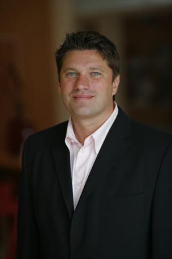 Der Nachfolger als GM im Hotel Cristallo wird Markus Ernst, der bereits seit zwei Jahren erfolgreich die Gäste des Falkensteiner Hotel Urbani am Ossiacher See betreut. Die Leitung des Hotel Urbani am Ossiacher See in Kärnten wird in den nächsten Wochen bekanntgegeben.