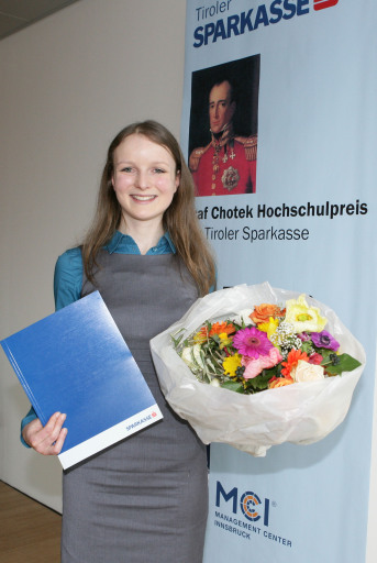 Nach dem Wissenschaftspreis der Wirtschafskammer 2008 überzeugte die MCI-Absolventin Mag. (FH) Manuela Wiesinger (im Bild) mit ihrer Diplomarbeit auch die hochkarätige Jury des mit 3.000 Euro dotierten Graf Chotek Hochschulpreises 2009 für den besten akademischen Nachwuchs.