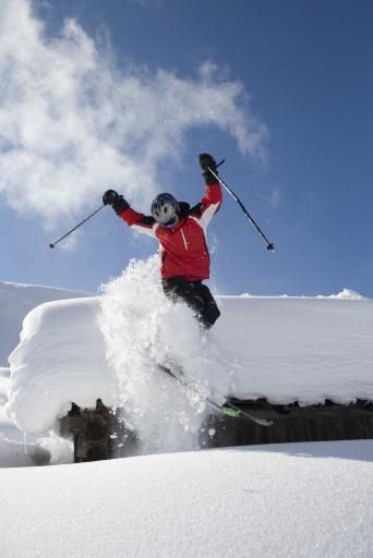 Auf http://www.blog.lammertal.info sind der Kreativität keine Grenzen gesetzt, um sich in Form eines Videos, eines Fotos oder einer lustigen Begründung um einen der 3 Plätze zu bewerben - Freeride-Profi Matthias Mayr zeigt 3 Freeridern dann das Gelände in der Skiregion Dachstein-West rund um Annaberg.