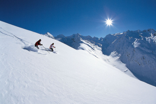Pulverschnee und Frühlingssonne, das ist Skivergnügen in Reinform! Zu Ostern, in der wärmenden Frühlingssonne, die Pisten hinunter zu wedeln, das ist eine wundervolle Vorstellung. Dazu gibt es im ganzen Land Angebote, die Ostern in Tirol zu einem wahren Vergnügen machen.