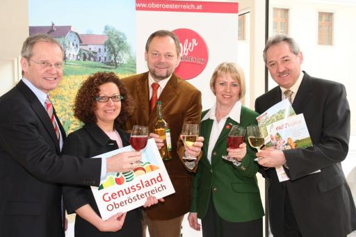Mag. Karl Pramendorfer (OÖ. Tourismus), HR Mag. Theresia Wirtl (Land Oö.), LR Dr. Josef Stockinger, Christine Dattenböck (OÖ. Tourismus) und LR Viktor Sigl präsentieren den Genussfrühling 2009.