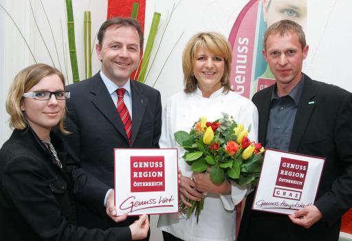 Berlakovich: Genuss-Urlaub ist neuer Trend - Ab morgen Frühlingsgenuss - Im Bild v.l.n.r.: Dipl.Ing. Barbara Klaczak (Geschäftsführerin Genuss Regionen Marketing GmbH), Niki Berlakovich (Landwirtschafts- und Umweltminister), Elfi Lang (Gasthaus Stadtwirt/Genusswirtin) und Mag.Dieter Hardt-Streymayr (Geschäftsführer Graz Tourismus) http://pressefotos.at/m.php?g=1&u=68&dir=200904&e=20090416_m&a=event
