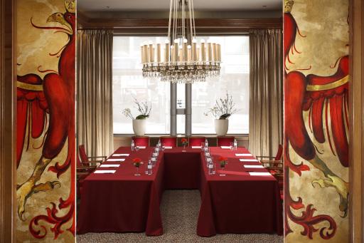 """Theresiensalon: Passend zum neuen Stil der Hotelhalle des Grand Hotel Europa in Innsbruck wurden auch die beiden Tagungsräume """"Theresien"""" und """"Adler"""" Salon einem modernen """"Facelifting"""" unterzogen."""