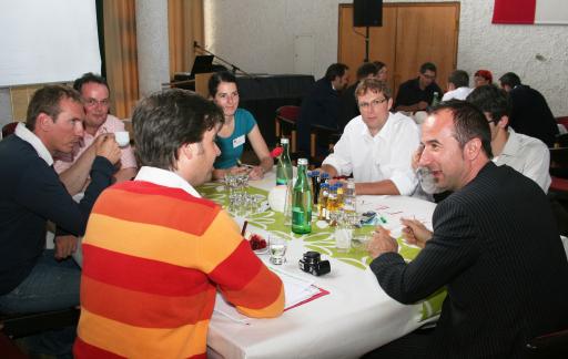 """Am 12. Mai trafen sich über 100 Tourismusexperten zum Erfahrungsaustausch im Kleinwalsertal. Im """"World Café"""" wurden Meinungen ausgetauscht."""