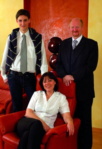 Geschafft! Familie Grossmann freut sich über das fertiggestellte 4 Elemente SPA und Wohlfühl-Hotel