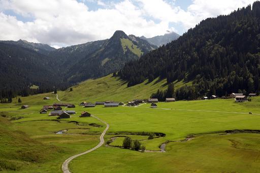 Gutes Essen, guter Wein, gute Gespräche - die Bregenzerwälder Genusstage inmitten der jahrhundertealten alpinen Kulturlandschaft
