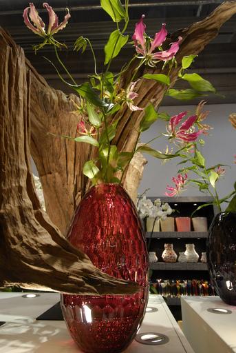 Die Fachmesse Living präsentiert vom 3. bis 7. Juli 2009 wieder unter dem Dach der Tendence, der internationalen Frankfurter Herbstmesse, die Bereiche Loft und Interiors & Decoration.