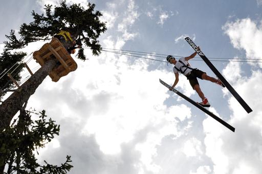 Die wilden Kerle beim Sprungtraining direkt im Abenteuerpark auf der Planai.