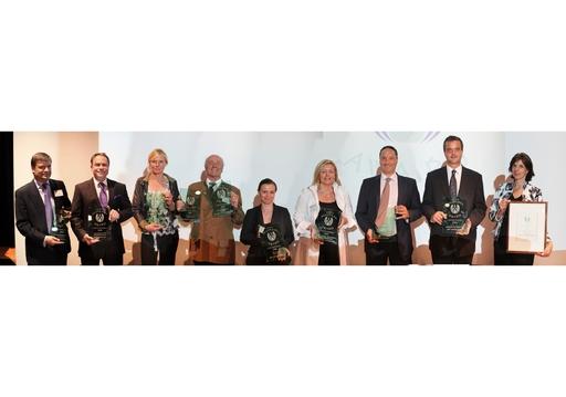 Winner European Health & Spa Award: v.l.n.r. Jason Hooper (The Spa at Pennyhill Park Hotel, UK), Prof. Andreas Wieser (Lanserhof, A), Bea von Thurn und Taxis (Susanne Kaufmann Day Spa Berlin), Paul Haslauer (Haslauer GmbH), Maika Virgili (Schloß Velden, Auriga Spa), Luise Köfer (Vinoble Cosmetics), Jens Urbanczyk (Dr. Babor Cosmetics), Mag. Gernot Deutsch (Heiltherme Bad Waltersdorf), Ursula Forstnig (Viva - Mayr).