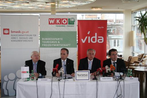 v.l.n.r.: Obmann der Tourismussparte in der WKÖ, Hans Schenner; vida-Vorsitzender Rudolf Kaske; Bundesminister Rudolf Hundstorfer; AMS-Vorstand Johannes Kopf.