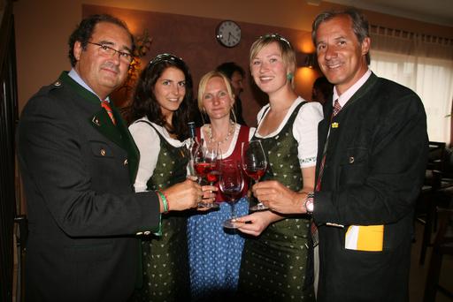Die steirischen Weinhoheiten mit Gastgeber M. Gehring, Dr. Martinz, Frau Langmann