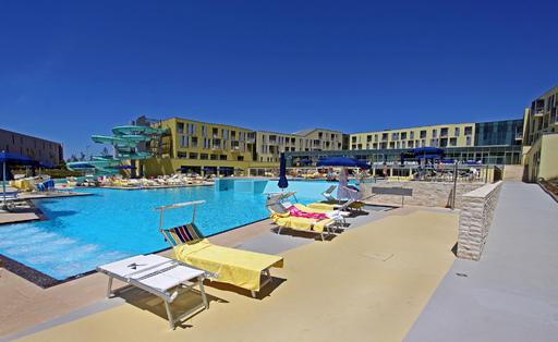 Mehr als 240 Family Suiten mit allem erdenklichen Luxus, Restaurants und Kinderrestaurants, ein großer Außenpool und 3 Innenpools mit vielen Attraktionen, Saunen und Dutzende Beautyanwendungen sowie eine 800m2 Kinderwelt sorgen ab jetzt dafür, dass der Sommerurlaub in Kroatien wieder ein echtes Erlebnis wird.