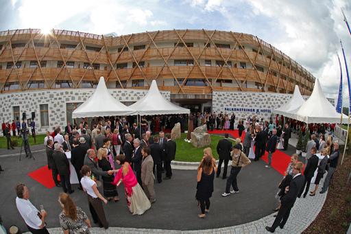 http://pressefotos.at/album/1/54/200906/20090629_f/ Impressionen der Eröffnungsfeier des neuen Falkensteiner Hotel Bad Leonfelden