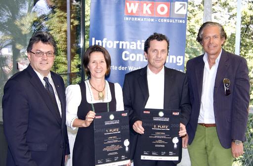 WK-Präsident Jürgen Bodenseer (rechts) und UBIT-Obmann Christian Putzer (links) mit den Gewinnern der Constantinus-Landespreise, Brigitte Hainzer, 1.Platz, und Anton Stabentheiner, Firma Dasta, 2. Platz (Mitte von links).