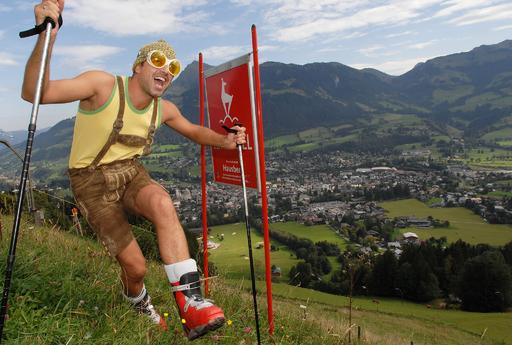 Bei der Streif-Wanderung in Kitzbühel ist man mitten drin in der schwersten Skiabfahrt der Welt.