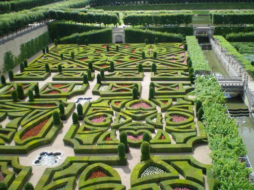 Die von der con.os tourismus.consulting gmbh organisierte Exkursion österreichischer Tourismusexperten ins französische Loiretal führte in eine internationale gartentouristische Vorzeigeregion. Hierbei wurden die Erfolgsfaktoren des dortigen Gartentourismus ermittelt und analysiert, u.a. im Schloss Villandry.